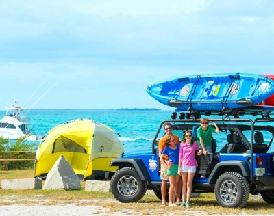 Family renting a car for an excursion in Key West